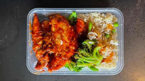 Spicy Chicken, Rice and Steamed Greens